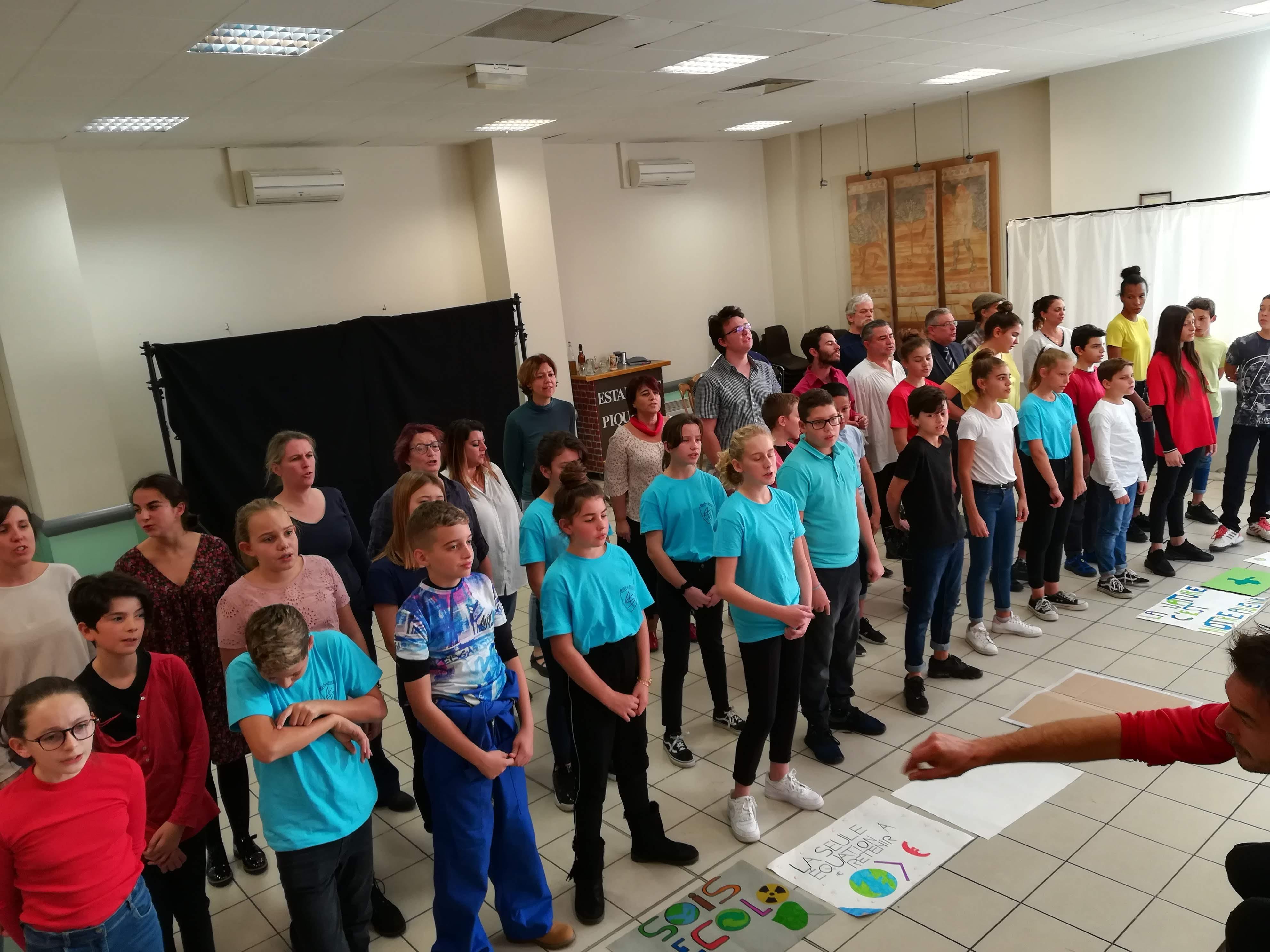 Les élèves de 5ème C joue dans une comédie musicale le samedi 16 novembre au Pôle culturel de Sorgues à 20h30